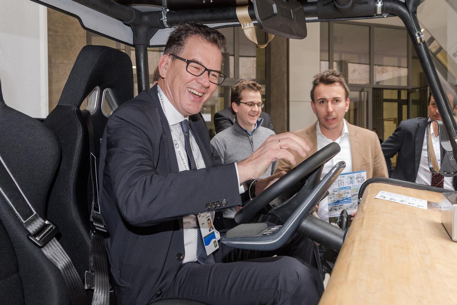 aCar HMI Entwicklungsminister Müller